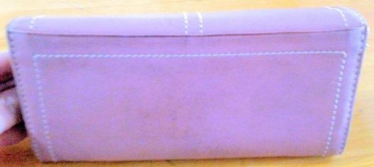 ダコタ財布背面