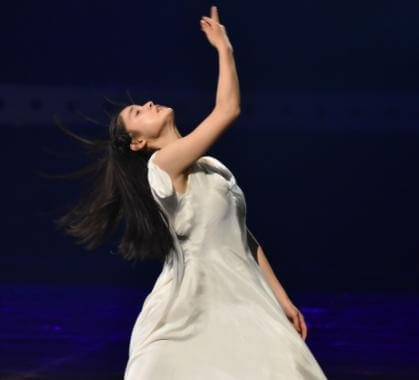 ダンスをしている土屋太鳳