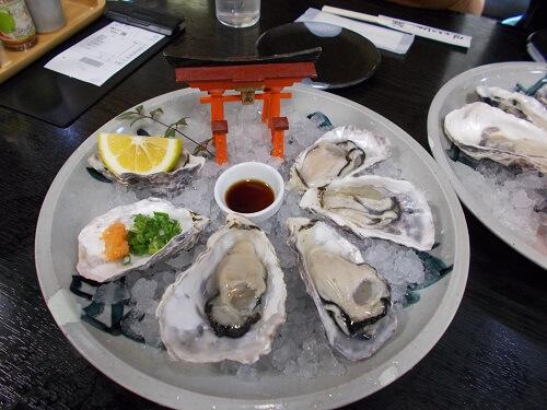 宮島 食べ物 はやし 生牡蠣