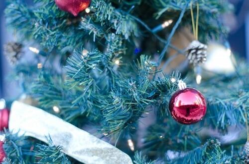 クリスマスツリー 飾り 玉の名前 意味