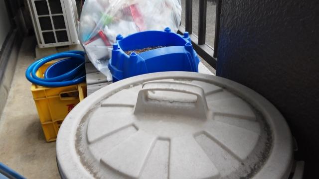 台風 ベランダ ゴミ箱