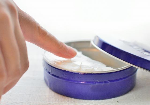 セロハンテープ 跡 剥がし方 ハンドクリーム